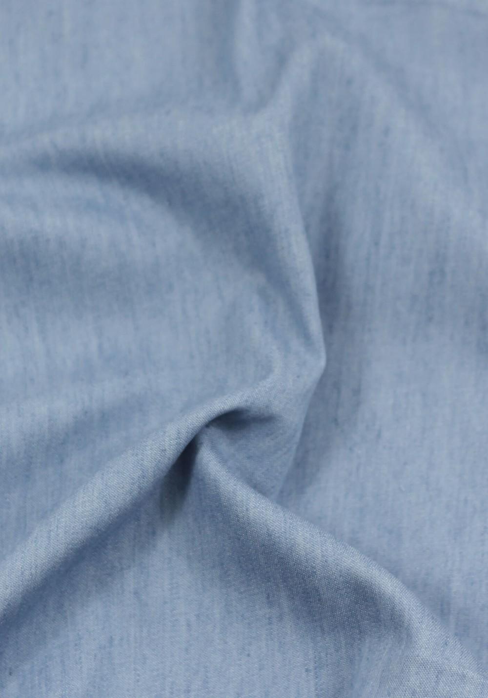 Tissu jean léger de couleur bleu clair idéal pour coudre un modèle de couture homme